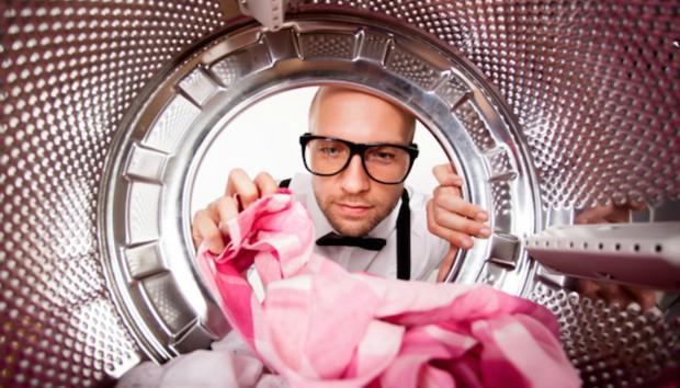 Κανόνας για Άντρες: Για ποιο λόγο Πρέπει να Πλένετε τα Σεντόνια σας Συχνότερα