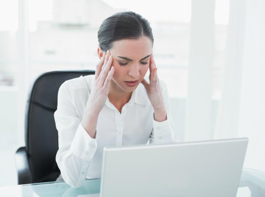 Το άγχος σίγουρα προκαλεί πονοκέφαλο αλλά οι ημικρανίες προκαλούνται επίσης και από πολλά άλλα αίτια.