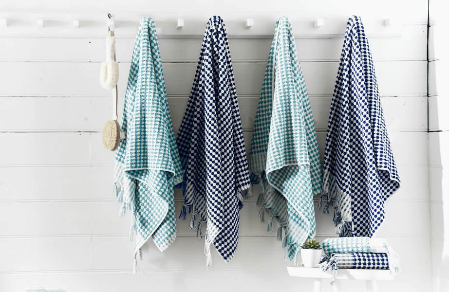 """Μπορεί να ανήκουν και εκείνες στα """"Λευκά Είδη"""" αλλά οι πετσέτες σας δε πρέπει να κάνουν παρέα στα σεντόνια σας στο στεγνωτήριο."""