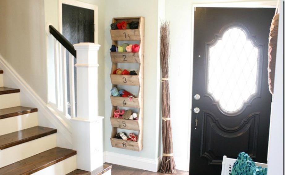 Τα κρεμαστά ράφια βοηθάνε για να εξοικονομείτε χώρο.