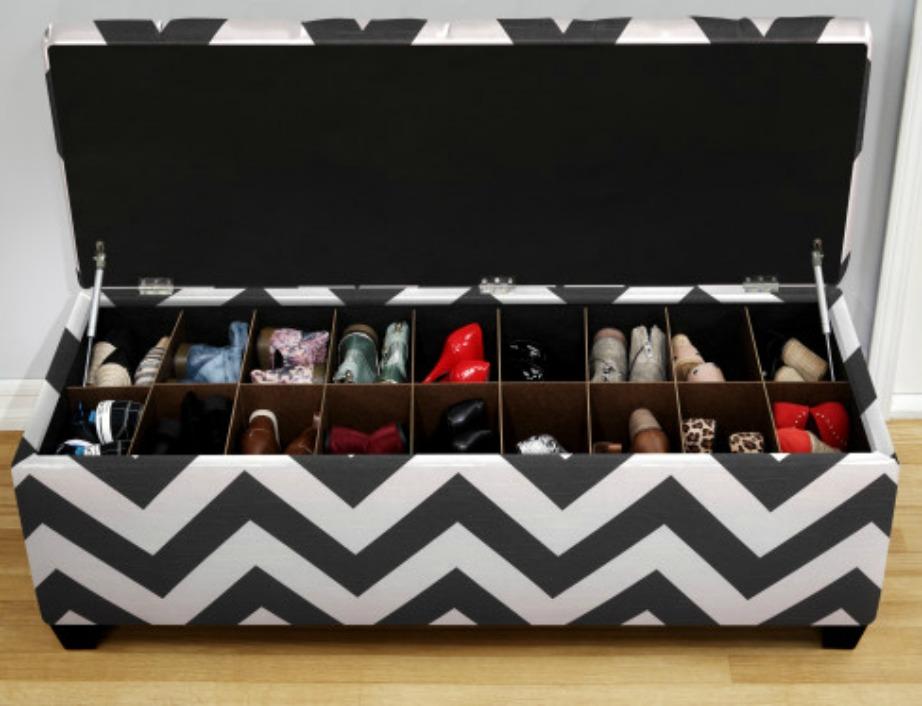 Κανείς από τους καλεσμένους σας δεν θα υποπτευθεί πως μέσα σε αυτό το μπαούλο κρύβονται τα παπούτσια σας.