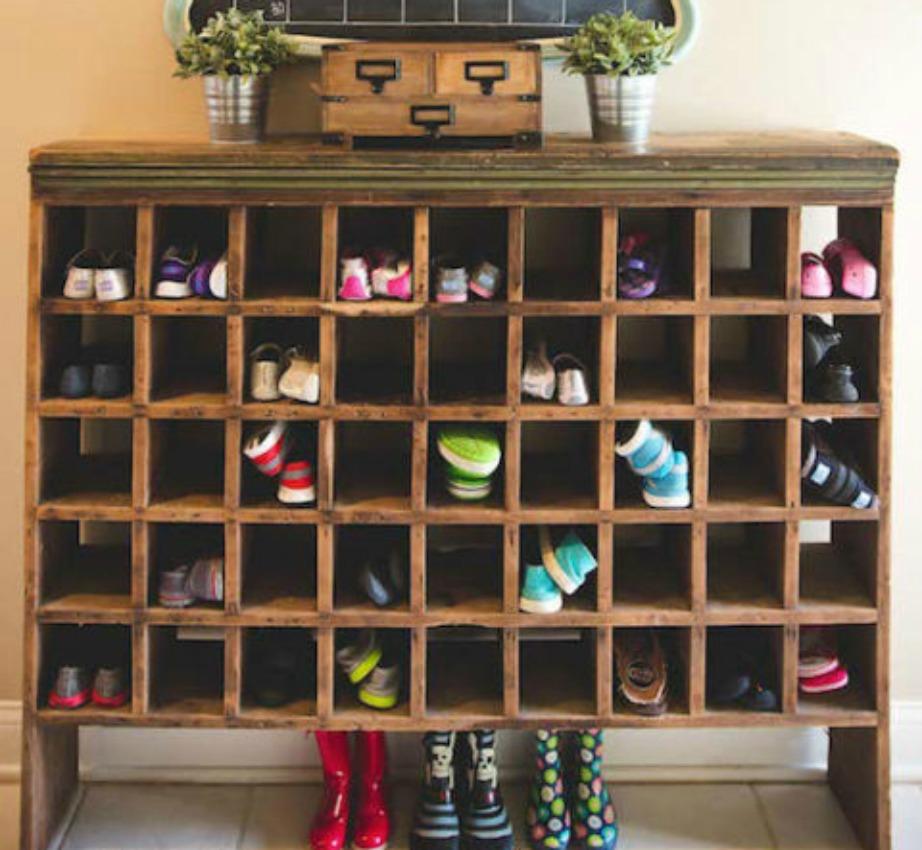Οι ανοιχτές παπουτσοθήκες βοηθάνε στο να βλέπετε πιο εύκολα όλα τα παπούτσια σας και να επιλέγετε καθημερινά αυτό που ταιριάζει καλύτερα με το ντύσιμό σας.
