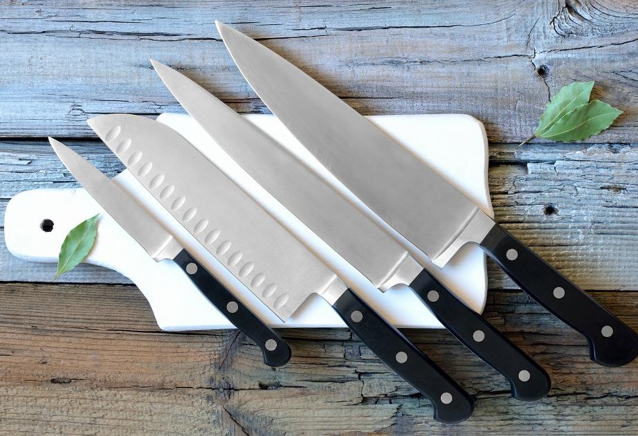 Μισό κρεμμύδι και λίγη ζάχαρη θα χρειαστείτε μόνο για να κάνετε τα μαχαίρια σας και πάλι καινούργια.