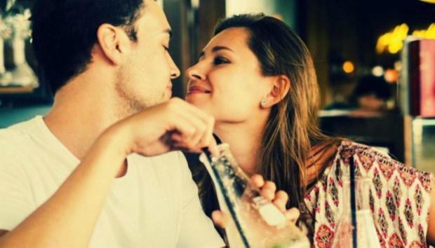 5 Σημάδια που Δείχνουν ότι ο Σύντροφός σας Είναι και ο Κολλητός σας