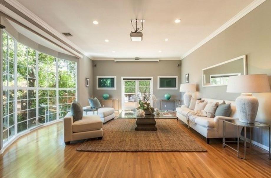 Το μεγάλο σαλόνι του σπιτιού