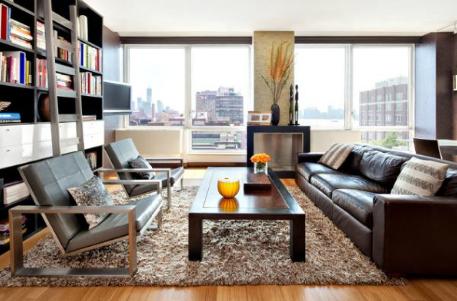 Αν συνδυάσετε τον καφέ δερμάτινο καναπέ σας με ένα τραπεζάκι ή ένα χαλί και μία βιβλιοθήκη, τότε μπορείτε να βάλετε όποιο άλλο χρώμα θέλετε στον χώρο σας