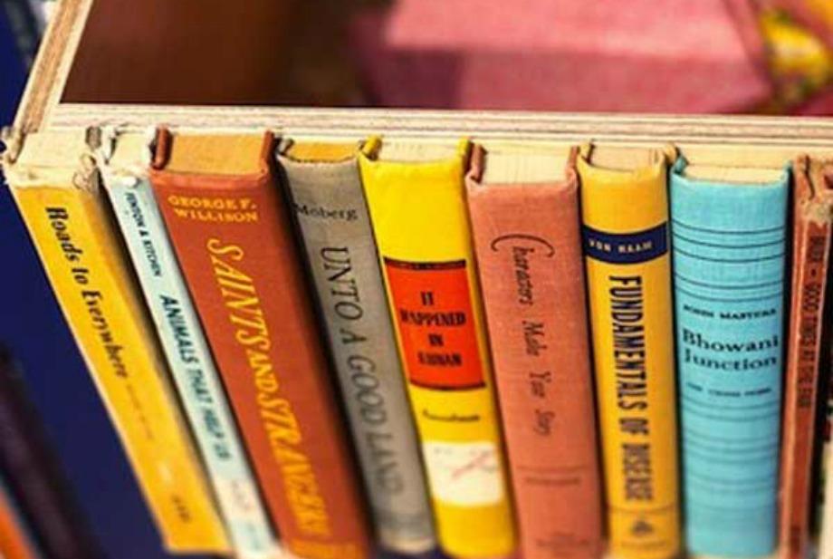 Η τέλεια κρυψώνα για να βάλετε στη βιβλιοθήκη σας