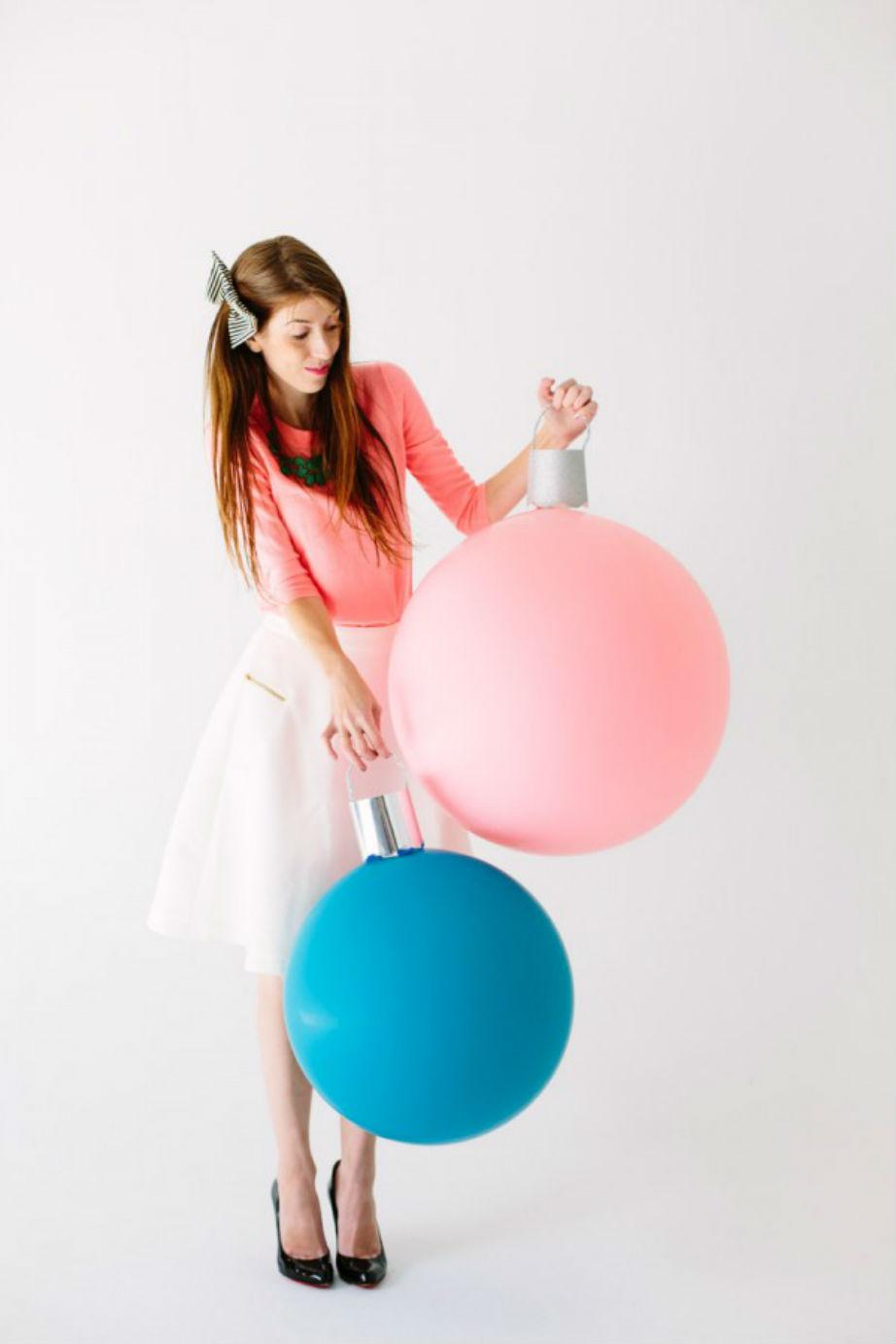 Χρησιμοποιήστε χρώματα που ξεφεύγουν από την κλασική εορταστική παλέτα για ένα μοντέρνο αποτέλεσμα.