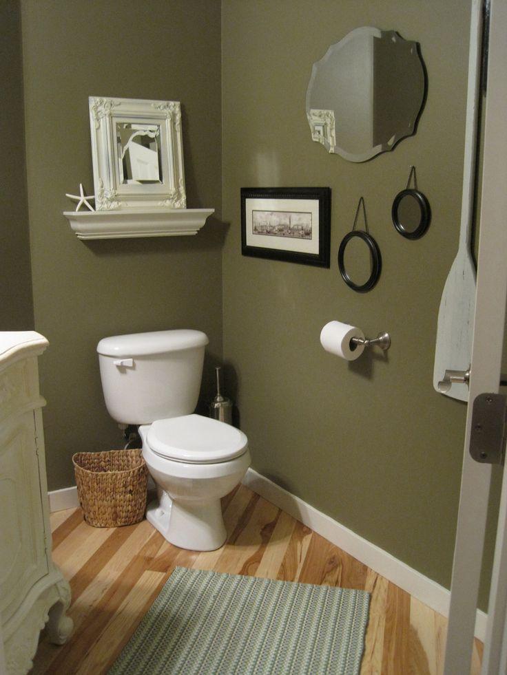 Μπάνιο με τοίχους σε πράσινο της ελιάς.