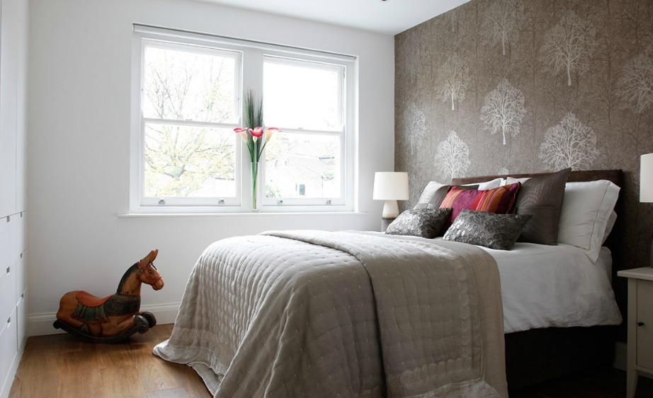 Αλλάξτε τη θέση του κρεβατιού σας και προσθέστε κάποιο έπιπλο από το σαλόνι στο υπνοδωμάτιο για να το ανανεώσετε.