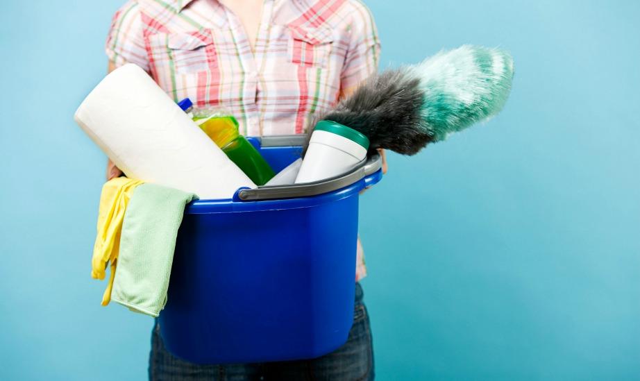 Οργανωθείτε καλά από την προηγούμενη μέρα ώστε να έχετε ένα πλάνο και να τελειώσετε πιο γρήγορα. Κάντε την καθαριότητα διασκέδαση φτιάχνοντας όμορφες λίστες με όλες τις δουλειές που έχετε να κάνετε.