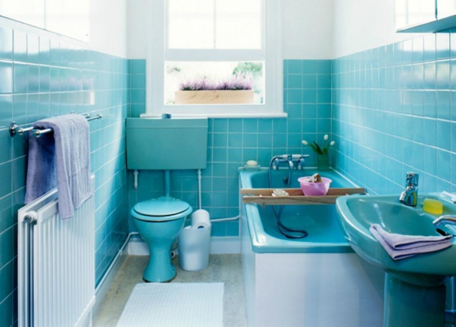 Μην βάφετε το μπάνιο σας έντονα χρώματα. Αν σας αρλεσουν οι έντονες αποχρώσεις, προτιμήστε να τις χρησιμοποιήσετε σε μικρότερες επιφάνειες, όπως διακοσμητικά και μικροέπιπλα