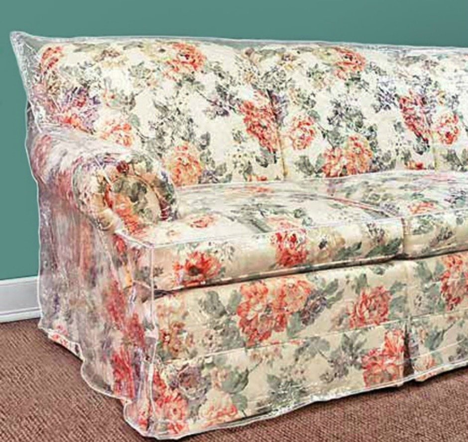 Μην βάζετε πλαστικά καλύματα στους καναπέδες σας. Είναι κιτς και επίσης υποβαθμίζουν κατά πολύ το στιλ ολόκληρου του δωματίου