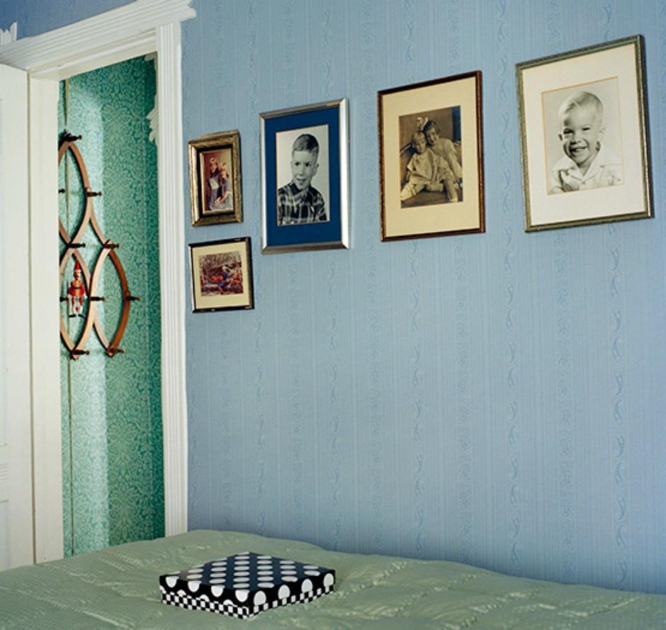 Τα κάδρα που είναι πορτραίτα καλό είναι να μπαίνουν σε ουδέτερους χώρους (όπως στο χολ ή στον διάδρομο) και όχι σε υπνοδωμάτια