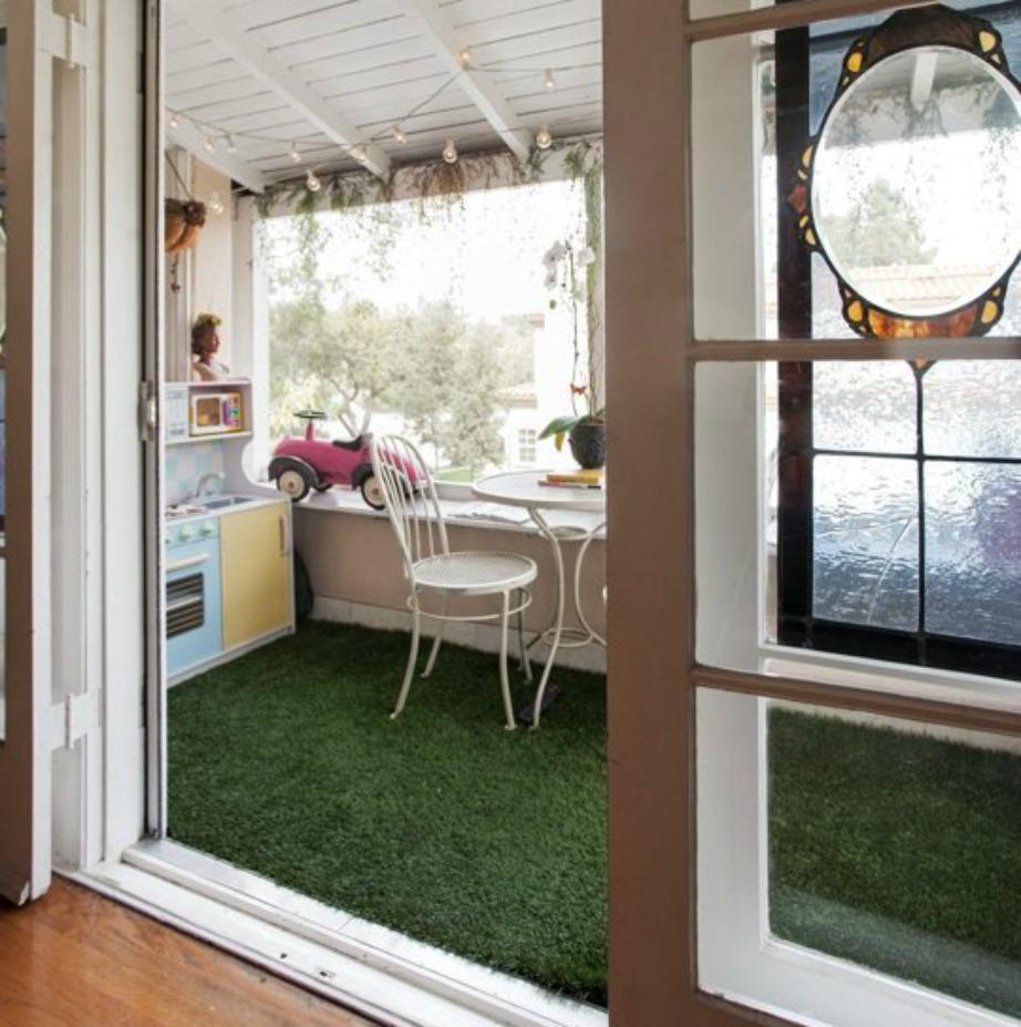 Ξεχωρίστε ένα μέρος του σπιτιού ή ένα περισσευούμενο δωμάτιο (αν υπάρχει) και φτιάξτε εκεί τη βεράντα σας.