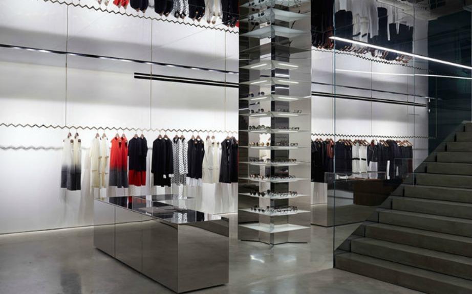 Παρά την απλότητά του, το κατάστημα έχει πολλές ιδιομορφίες και για να γίνει όπως ακριβώς το ήθελε η σχεδιάστρια χρειάστηκαν πάρα πολλοί μήνες