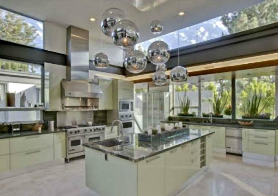 Η κουζίνα είναι φανταστικά διακοσμημένη!