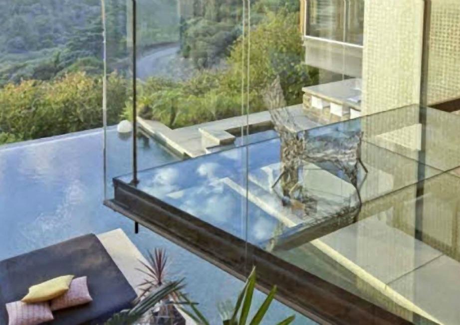 Οποιος αρχιτέκτονας σκέφτηκε το γυάλινο μπαλκόνι ήταν πραγματική διάνοια.