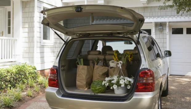 Πώς να οργανώσετε τα πάντα μέσα στο αυτοκίνητο σας