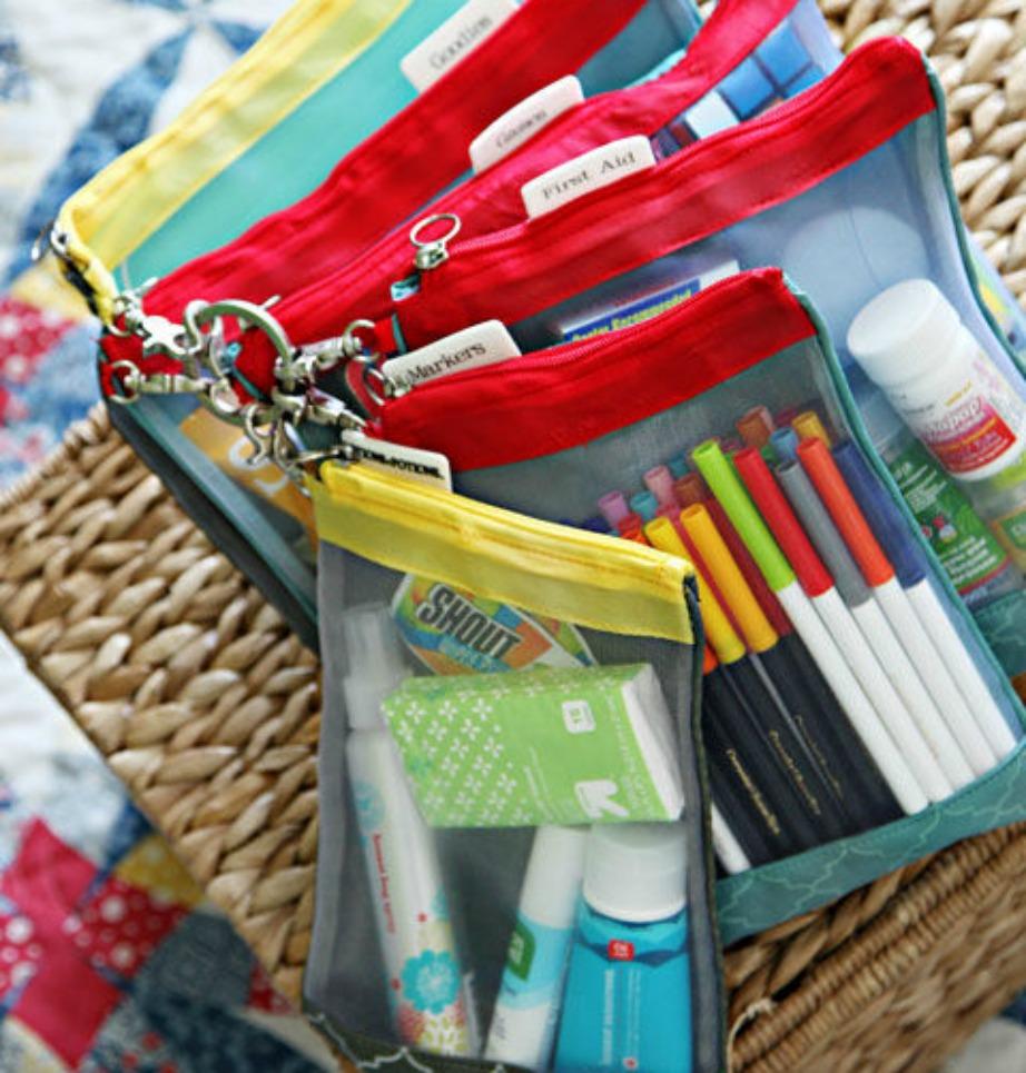 Βάλτε μερικές πλαστικές σακούλες μέσα στο αυτοκίνητο και τοποθετήστε και εκεί είδη πρώτης ανάγκης αλλά και παιχνιδάκια για τα παιδιά σας.