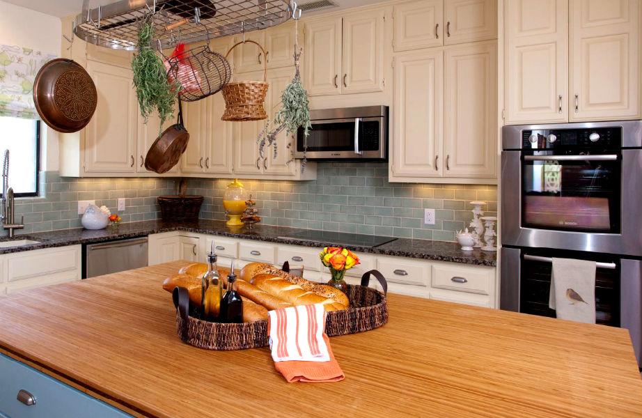 Το ξύλο κάνει την πιο ζεστή την κουζίνα σας.