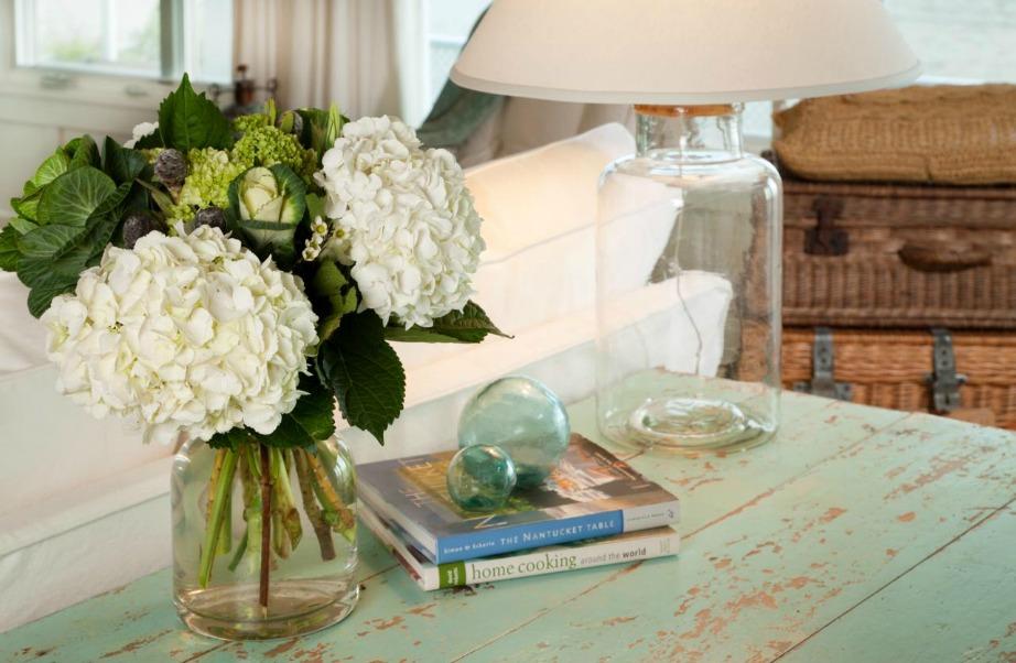 Οι ορτανσίες δείχνουν πολύ σικάτες και όμορφες πάνω στο τραπέζι του σαλονιού, στην κουζίνα ή στο υπνοδωμάτιο