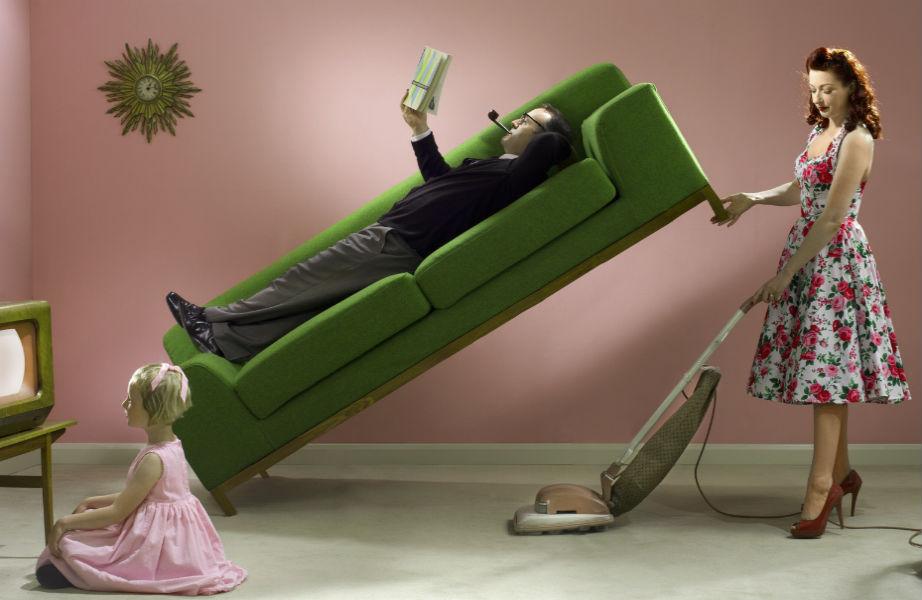 Ωραία η σκούπα αλλά πιο ωραίο το άραγμα στον καναπέ σας.