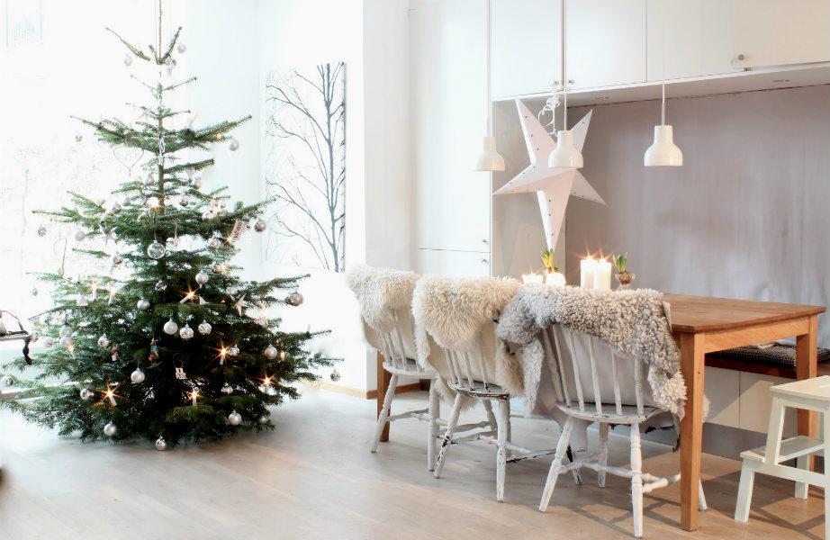 Το φυσικό δέντρο χαρίζει σε κάθε σπίτι μια αίσθηση μοναξιάς καθώς και το υπέροχο άρωμά του.