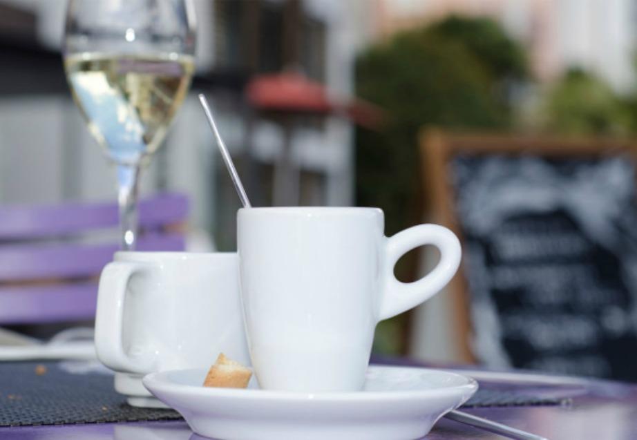 Αποφύγετε να πίνετε καφέ μετά από ένα μεθύσι.