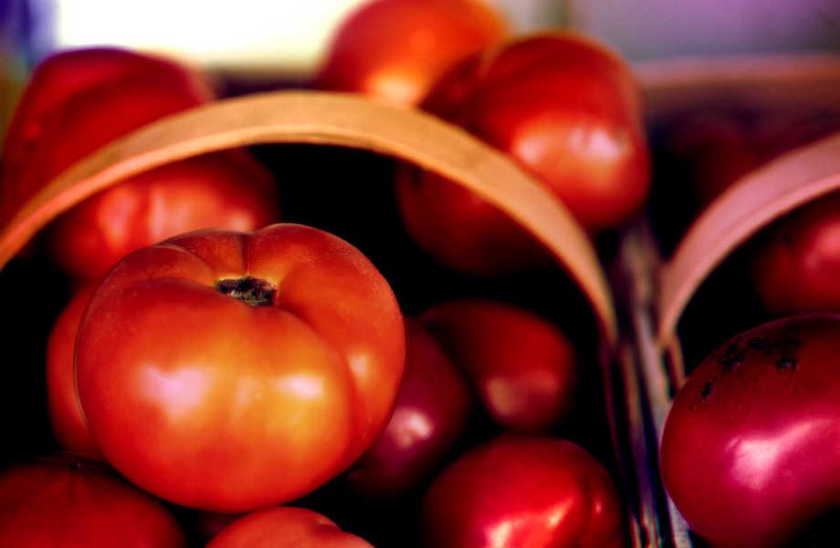 Τεστ και στις ντομάτες! Μπορεί να βρίσκεται το χρώμα τους χαρακτηριστικό αλλά το λατρεμένο λαχανικό παίρνει διαφορετικά χρώματα ανάλογα με την ποικιλία και την ωρίμανση!