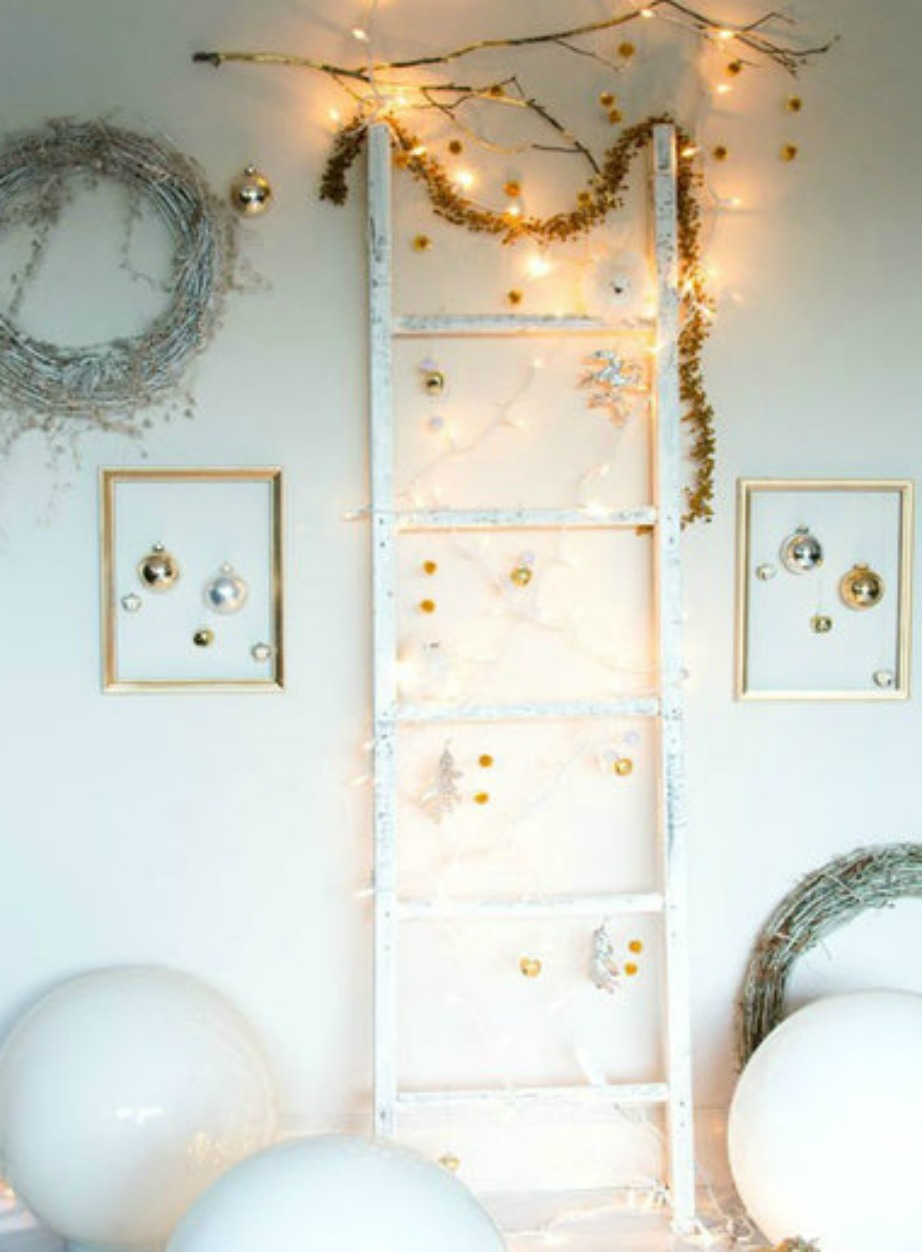 Τα πάντα δείχνουν πιο όμορφα με μερικά φωτάκια πάνω τους! Ακόμα και μια απλή σκάλα!