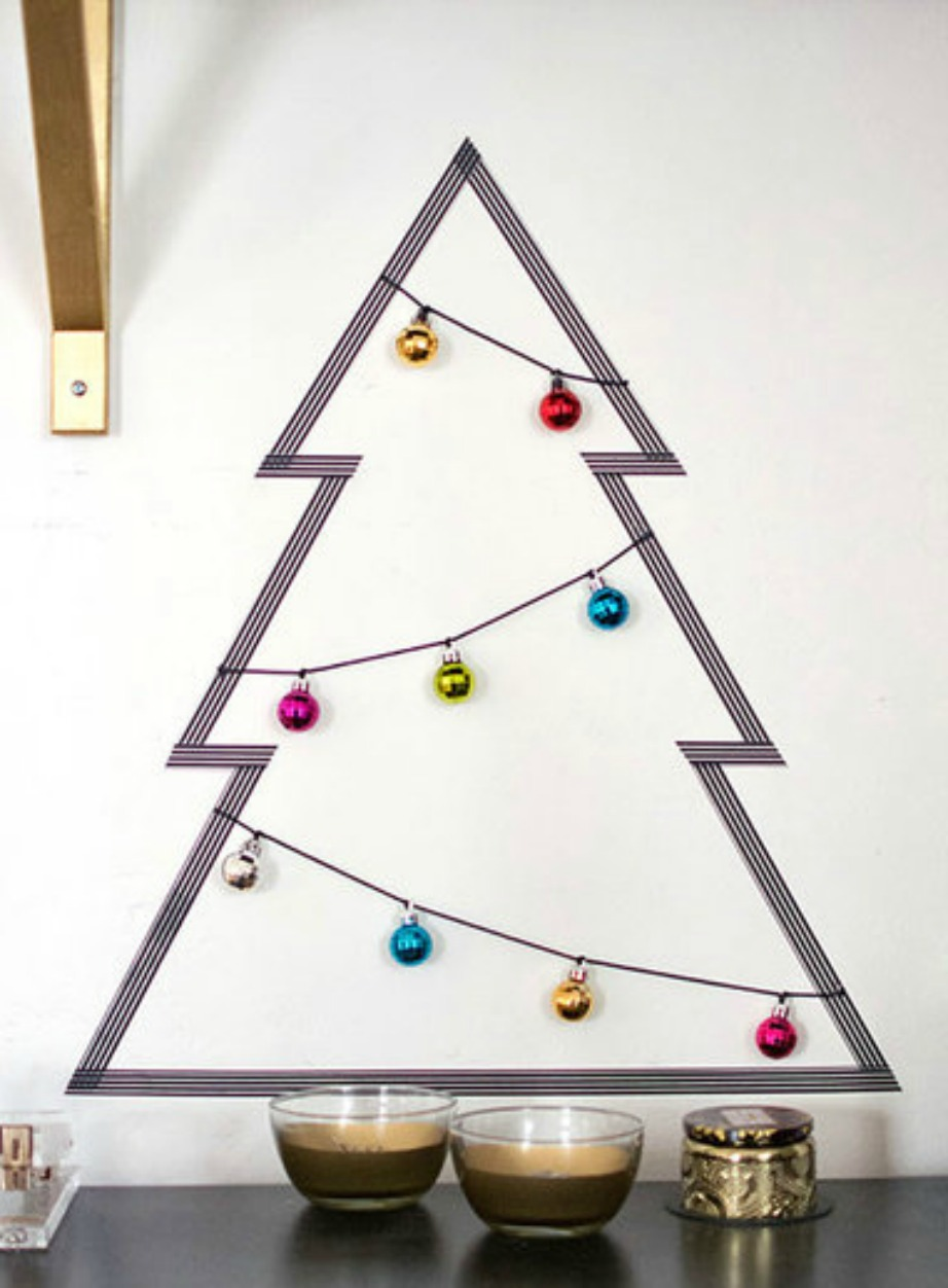 Αν θέλετε κάτι ακόμα πιο οικονομικό, τότε απλά σχεδιάστε ένα δέντρο στον τοίχο σας με αυτοκόλλητη ταινία.