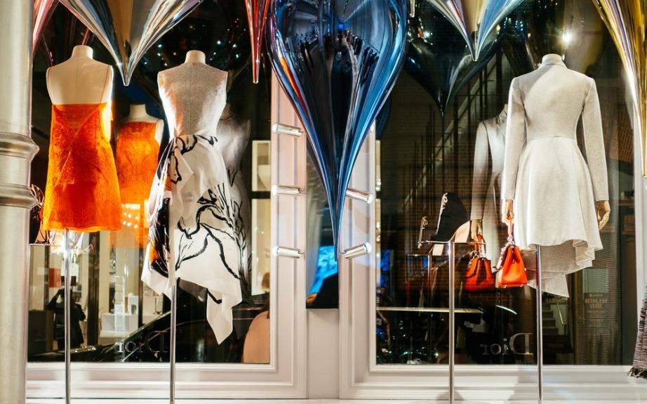 Στο όμορφο και εμπορικό Soho συναντάμε το κατάστημα του οίκου Dior