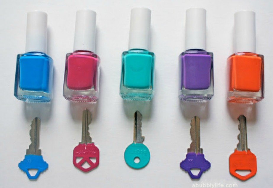 Δείτε πόσο τέλεια και απλά μπορείτε να βάψετε τα κλειδιά σας με λίγο μανό.