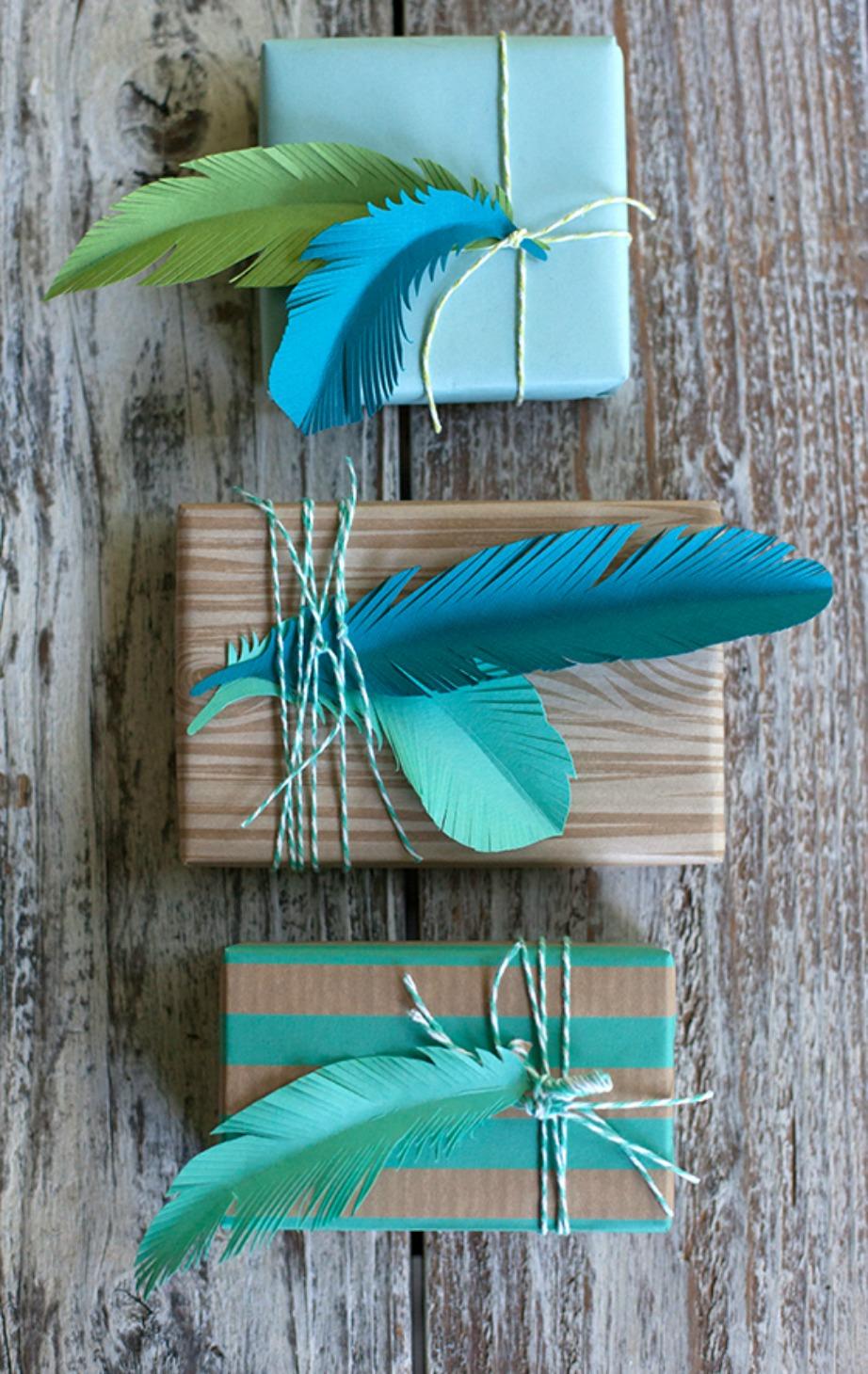 Φτιάξτε φανταστικά φτερά από χαρτί για να διακοσμήσετε τα δώρα σας.