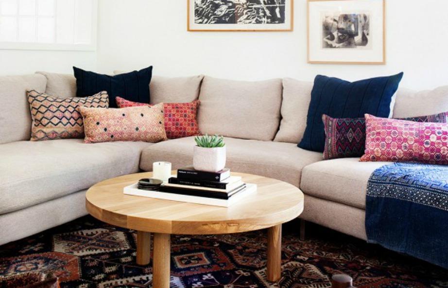 Οι γωνιακοί καναπέδες είναι όμορφοι αλλά δεν ταιριάζουν σε κάθε χώρο