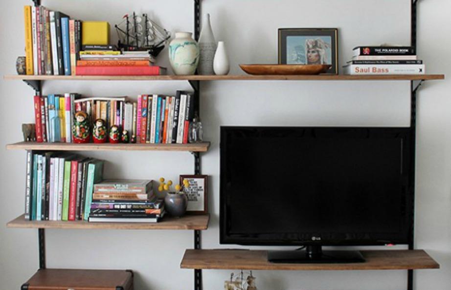 Μην τρυπάτε σε πολλά σημεία τους τοίχους του σπιτιού σας. Επιλέξτε καλύτερα απλά έπιπλα που τοποθετούνται στο πάτωμα και όχι στον τοίχο