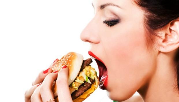 Οι πιο Ασυνήθιστοι και Αποτελεσματικοί Τρόποι για να Σταματήσετε να Τρώτε από Στρες