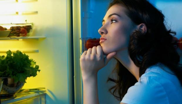 Αυτά είναι 8 Πράγματα που δεν Πρέπει να Φάτε πριν Πάτε για Ύπνο