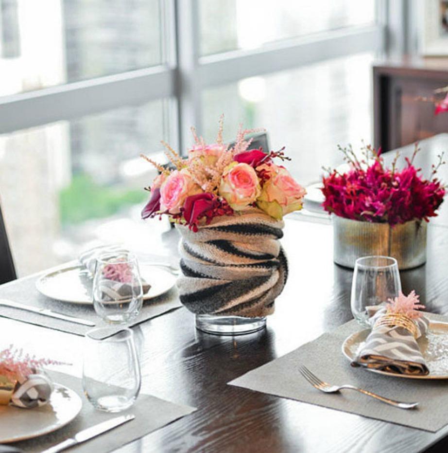 Για να κάνετε το τραπέζι σας να δείχνει πιο ζεστό, ντύστε τα βάζα με κασκόλ!