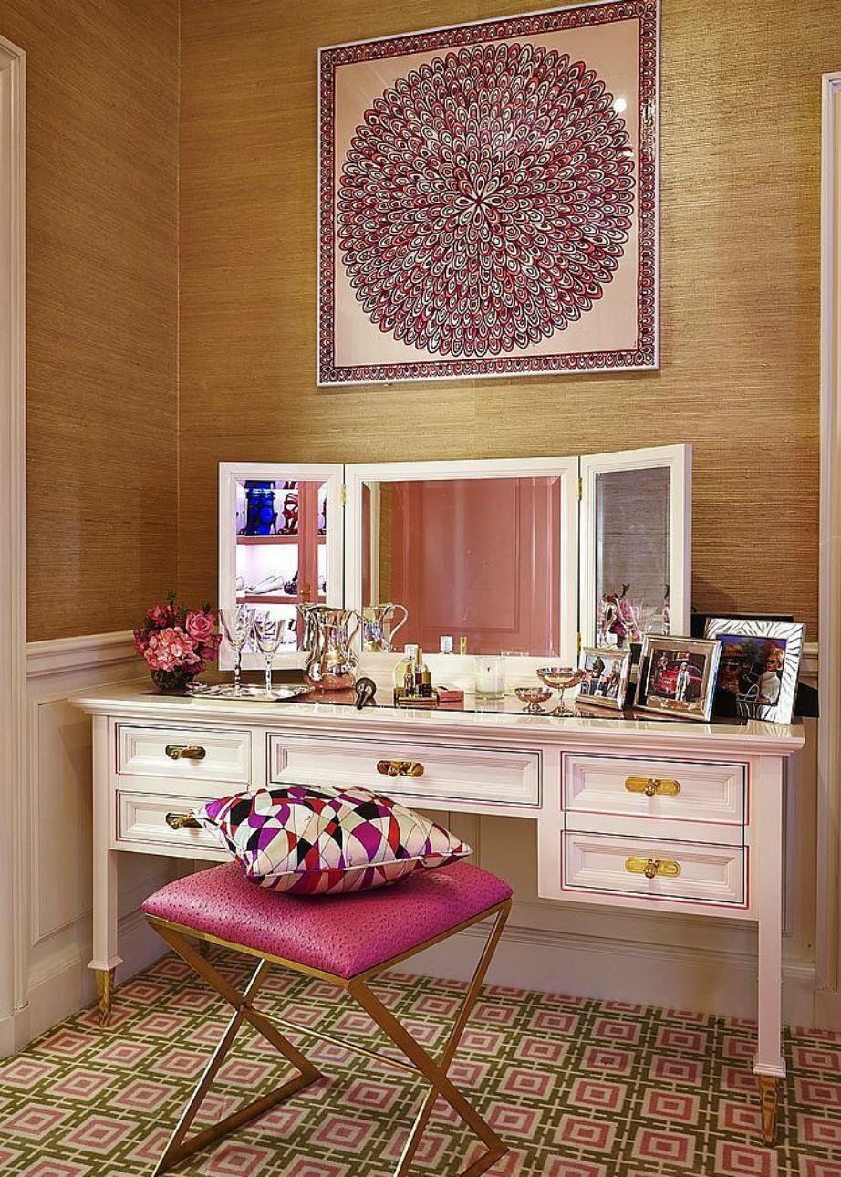 Ένα ωραίο φουλάρι μπορεί εύκολα να μετατραπεί σε έργο τέχνης για τον τοίχο σας, αρκεί να του προσθέσετε την κατάλληλη κορνίζα.