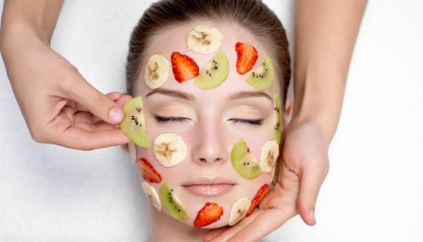 Αυτό είναι το Φρούτο που Κάνει Σούπερ Σύσφιξη στο Πρόσωπό σας