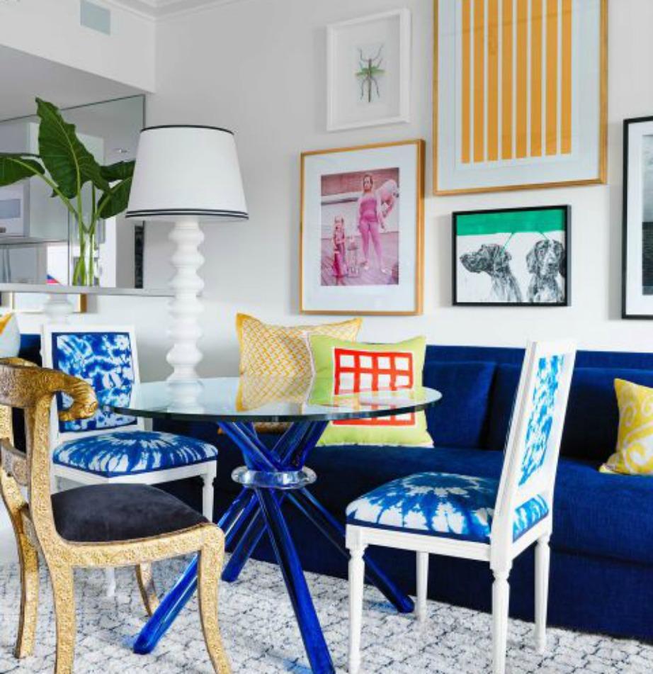 Αυτή η απόχρωση του καναπέ είναι εκείνη που συνήθως στο εξωτερικό αποκαλούν ως Greek Blue.