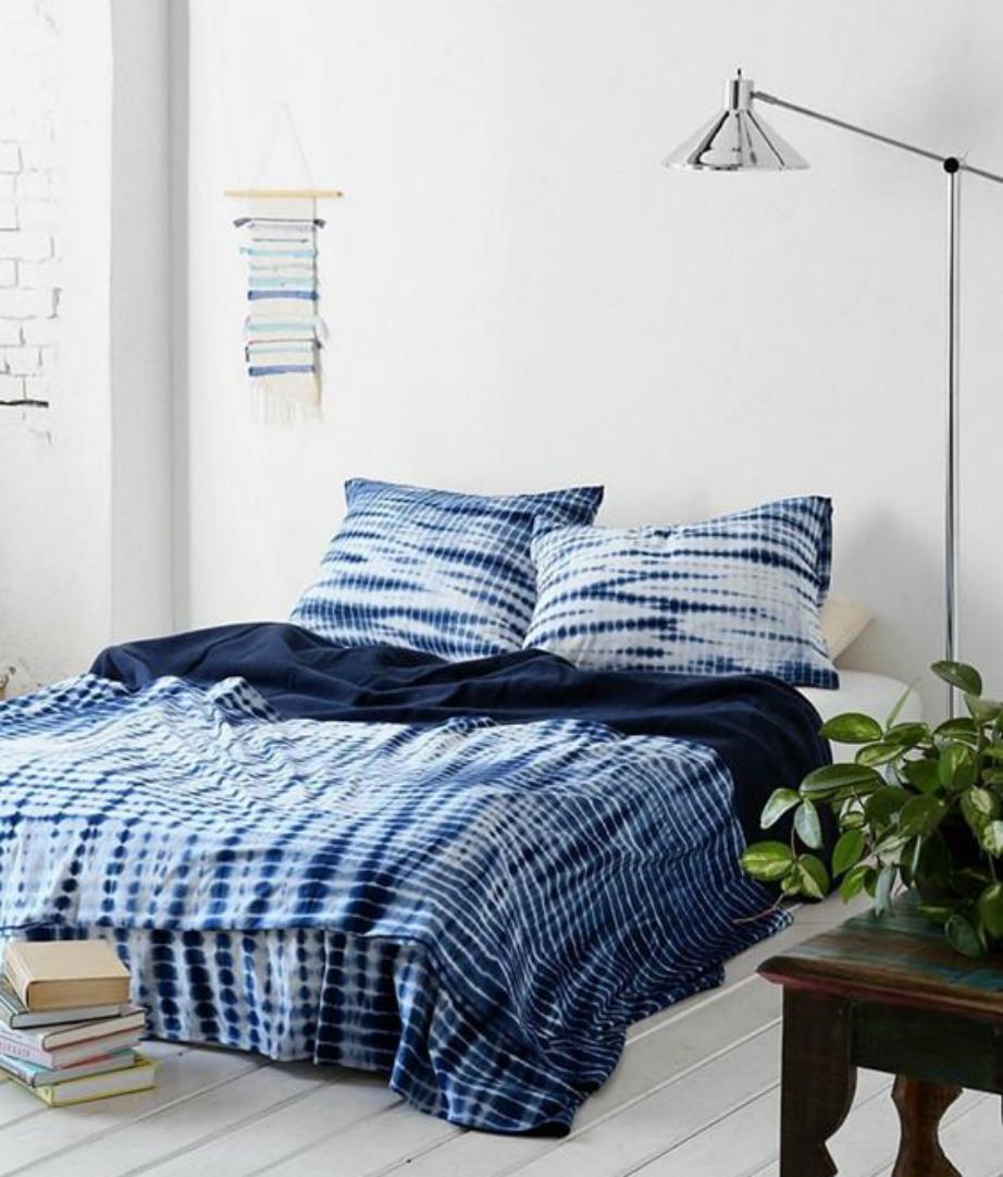 Greek Blue και στα σκεπάσματα του κρεβατιού.