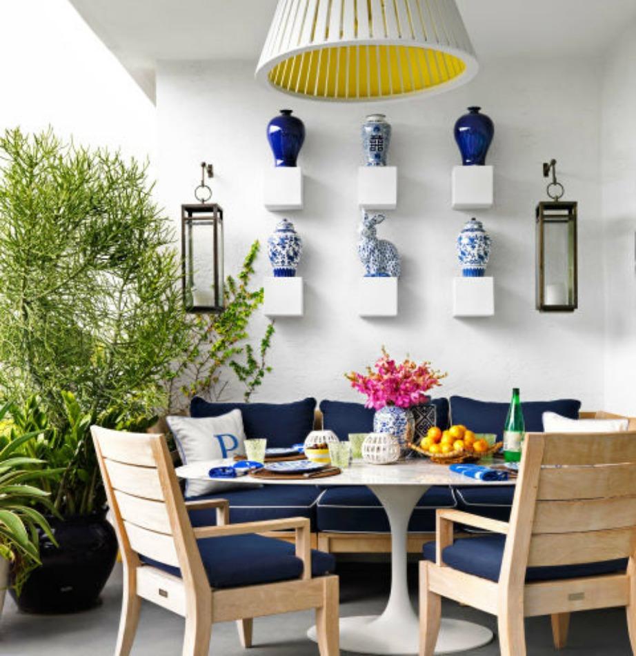 Χρησιμοποιήστε το Greek Blue και στη βεράντα σας. Αυτό το χρώμα δείχνει τέλεια χειμώνα καλοκαίρι.