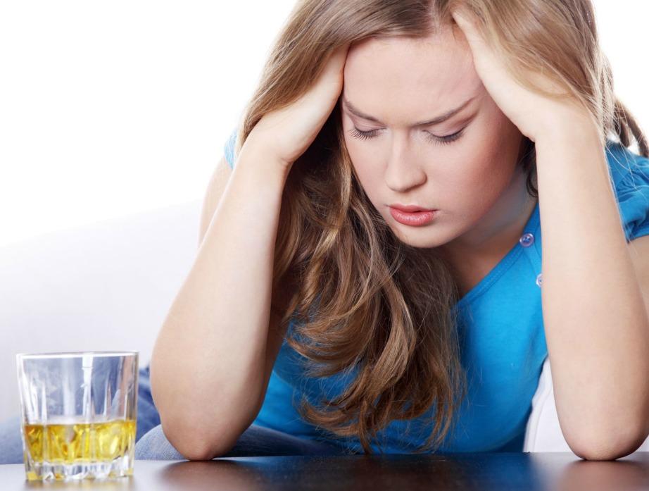 Φροντίστε να πίνετε ένα μη αλκοολούχο ποτό μετά από κάθε ποτήρι με αλκοόλ.