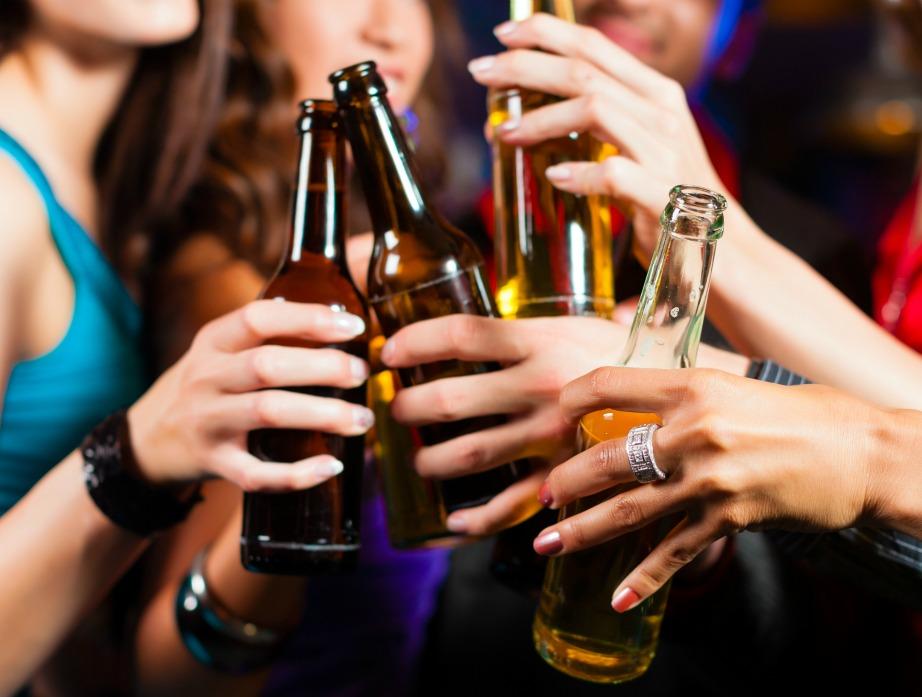Η καλύτερη λύση είναι να φάτε πριν ξεκινήσετε να πίνετε.
