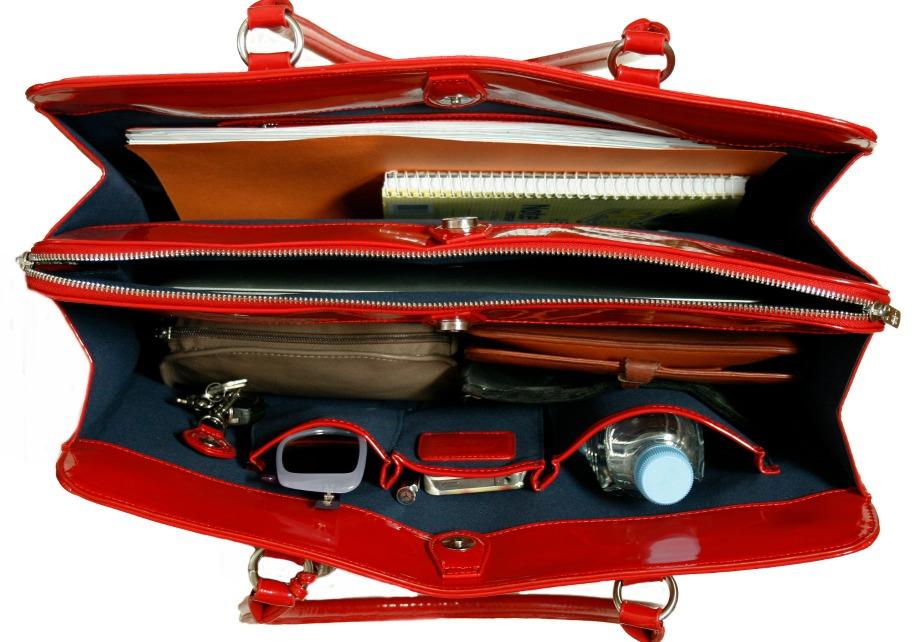 Οργανώστε τις τσάντες σας για να βάλετε σε τάξη και τη ζωή σας.