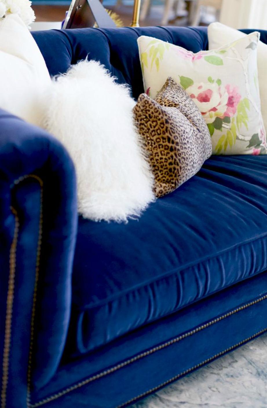 Το Greek Blue είναι η αγαπημένη μας επιλογή στο χρώμα του καναπέ μας για το 2015/2016.