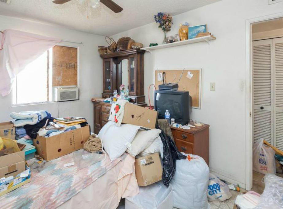 Έχετε δει ποτέ πιο ατακτοποίητο δωμάτιο;